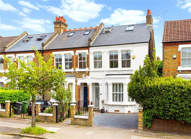 Asking Price £1,000,000, 4 Bedroom House For Sale in London, SE12
