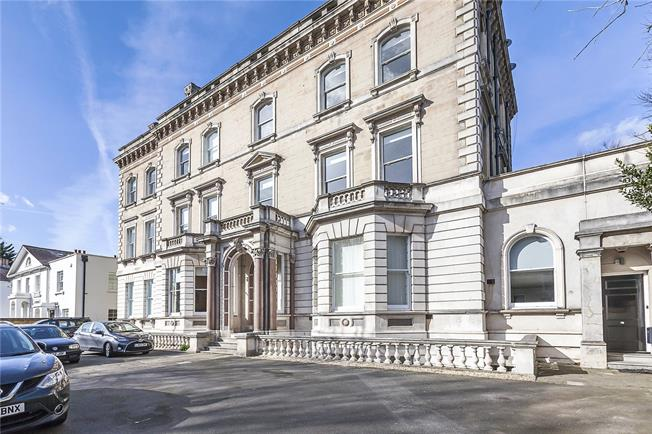 Asking Price £575,000, 2 Bedroom Flat For Sale in London, SE3