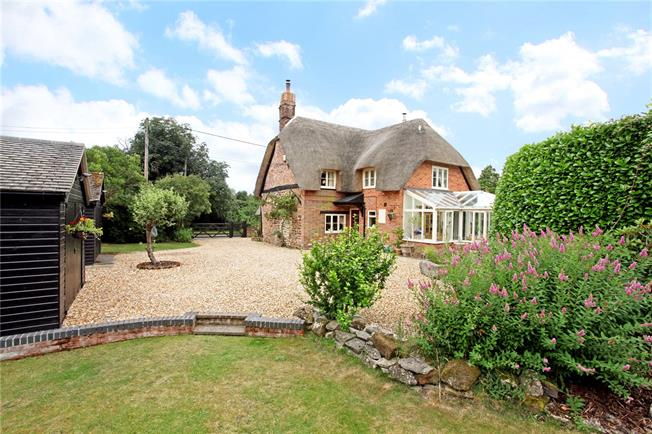 Guide Price £645,000, 3 Bedroom Detached House For Sale in Bickton, SP6