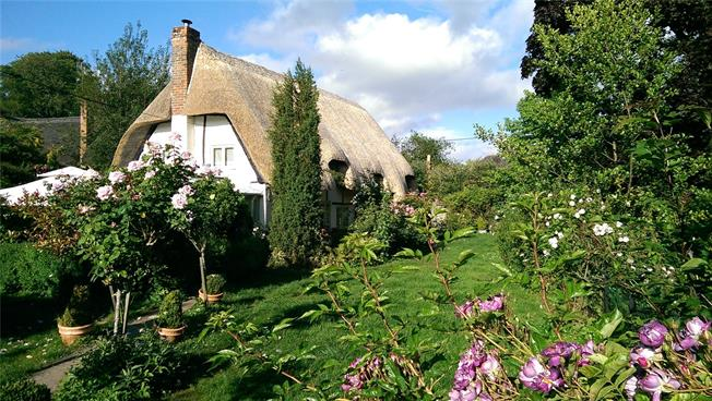 Offers in excess of £599,950, 4 Bedroom Detached House For Sale in Hampshire, SO20