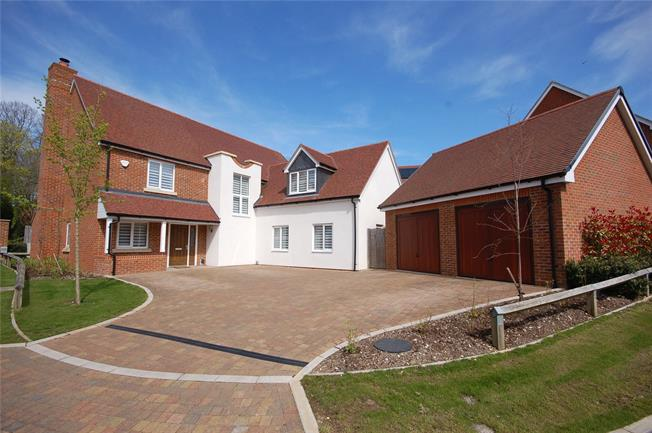 Guide Price £750,000, 5 Bedroom Detached House For Sale in Salisbury, SP2