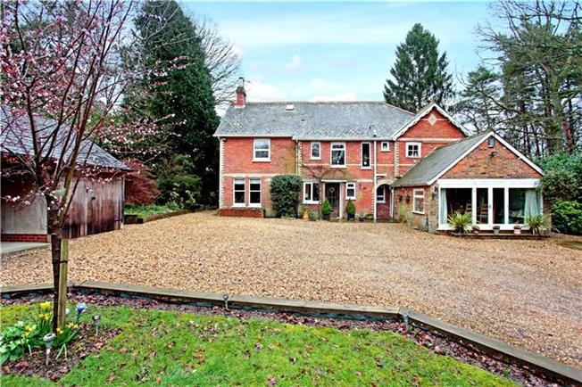 Guide Price £749,995, 5 Bedroom Detached House For Sale in Alderholt, SP6