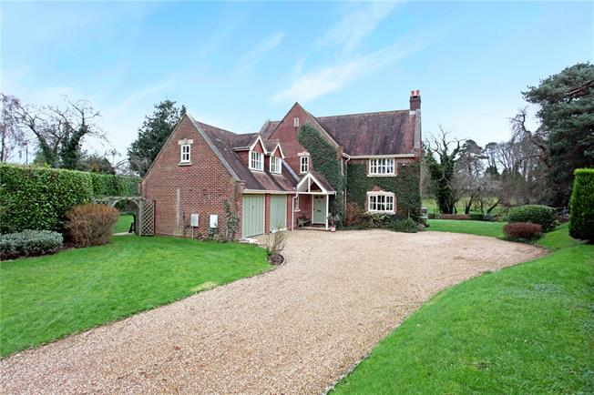 Guide Price £850,000, 5 Bedroom Detached House For Sale in Whiteparish, SP5