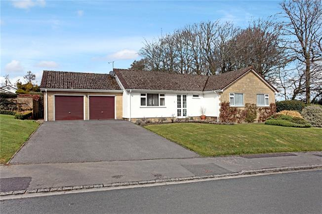 Guide Price £375,000, 3 Bedroom Bungalow For Sale in Salisbury, Wiltshire, SP3