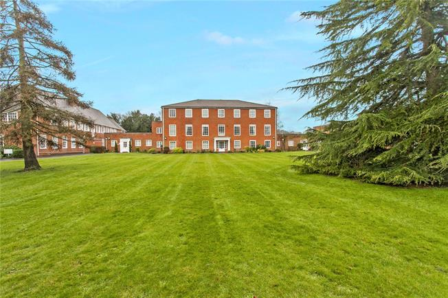 Guide Price £510,000, 3 Bedroom Flat For Sale in Salisbury, SP1