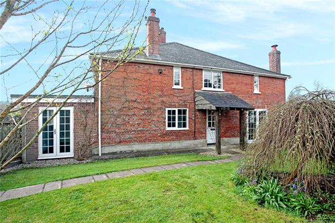 Guide Price £395,000, 3 Bedroom Semi Detached House For Sale in East Grimstead, SP5