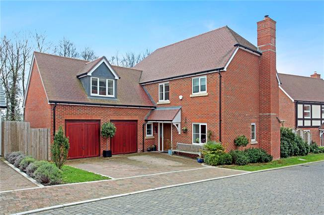 Guide Price £675,000, 4 Bedroom Detached House For Sale in Salisbury, SP2