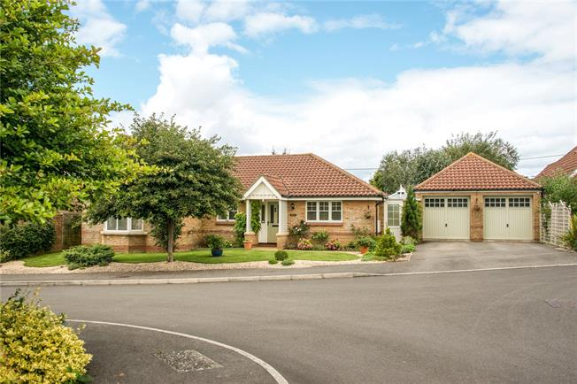 Guide Price £580,000, 4 Bedroom Bungalow For Sale in Salisbury, SP1