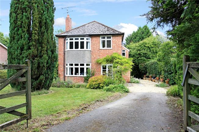 Guide Price £615,000, 5 Bedroom Detached House For Sale in Broad Chalke, SP5