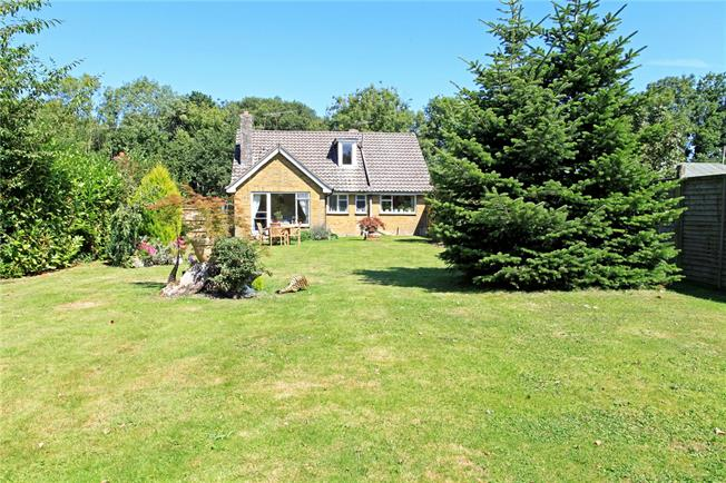 Guide Price £650,000, 3 Bedroom Bungalow For Sale in Copythorne, SO40