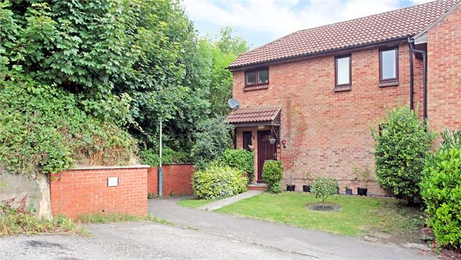 Guide Price £250,000, 3 Bedroom Terraced House For Sale in Salisbury, SP2