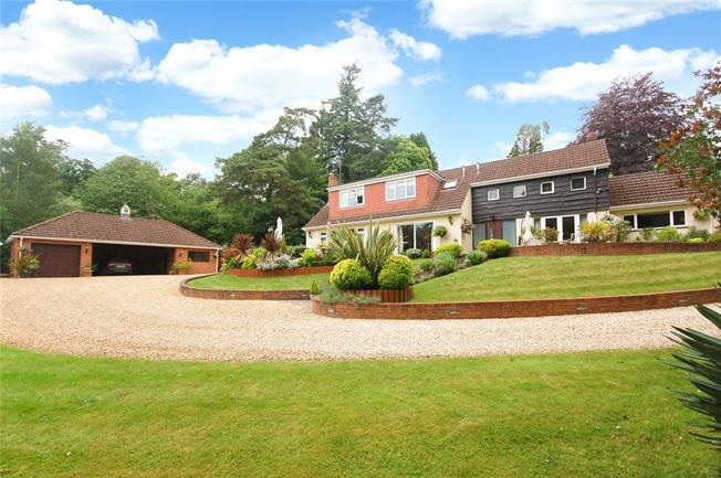Guide Price £850,000, 4 Bedroom Detached House For Sale in Alderbury, SP5