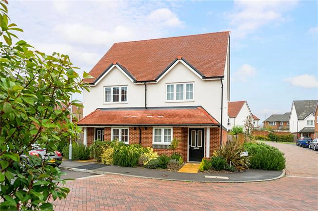 Guide Price £257,500, 2 Bedroom Semi Detached House For Sale in Bishopdown, SP1