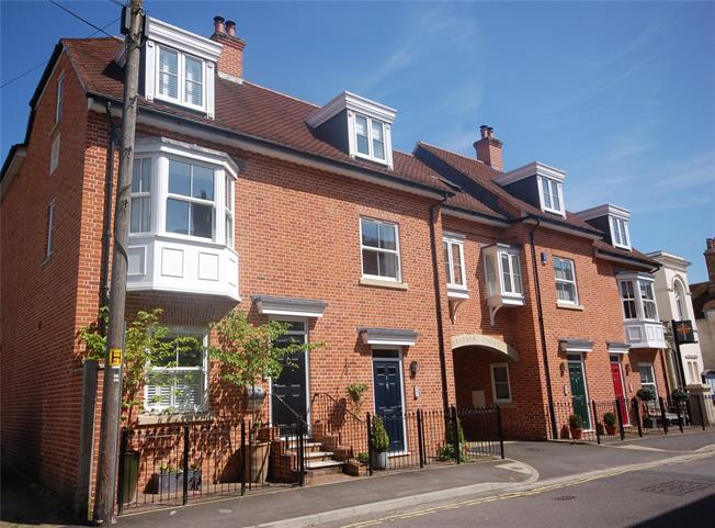 Guide Price £660,000, 3 Bedroom Semi Detached House For Sale in Salisbury, SP1