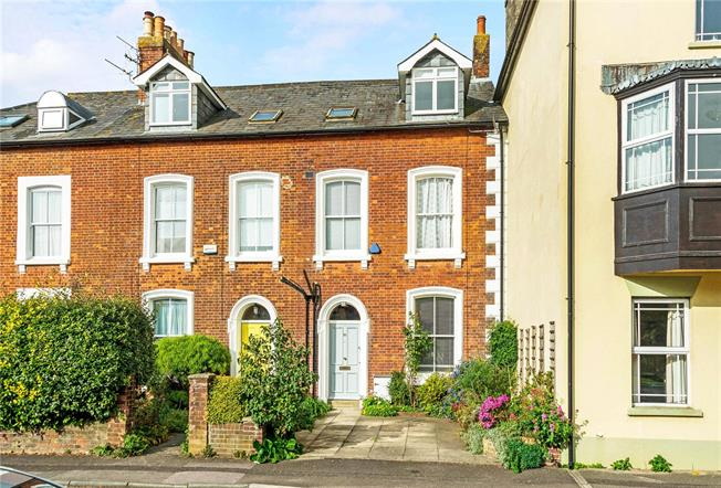 Guide Price £565,000, 4 Bedroom Semi Detached House For Sale in Salisbury, SP2