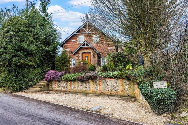 Guide Price £430,000, 3 Bedroom Detached House For Sale in Winterslow, SP5