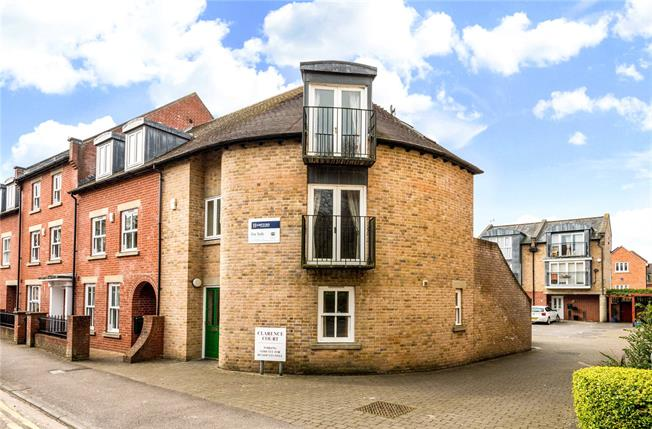 Guide Price £335,000, 3 Bedroom Semi Detached House For Sale in Salisbury, SP1