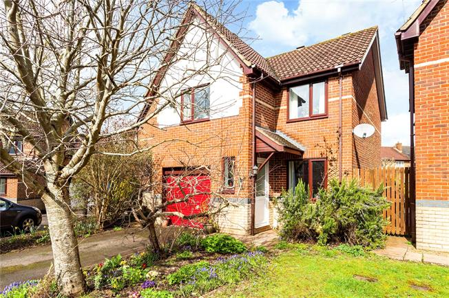 Guide Price £325,000, 3 Bedroom Detached House For Sale in Bishopdown, SP1