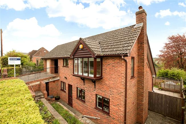 Guide Price £550,000, 4 Bedroom Detached House For Sale in Salisbury, SP1