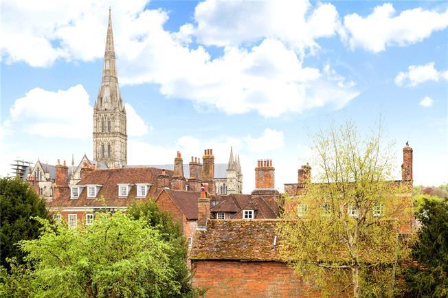 Guide Price £275,000, 2 Bedroom Flat For Sale in Salisbury, SP1