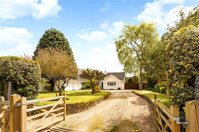 Guide Price £925,000, 5 Bedroom Bungalow For Sale in Hampshire, BH24