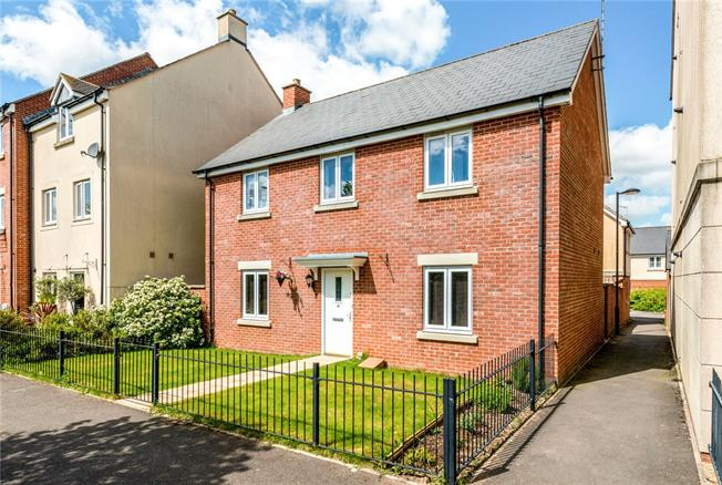 Guide Price £300,000, 4 Bedroom Detached House For Sale in Salisbury, Wiltshire, SP4