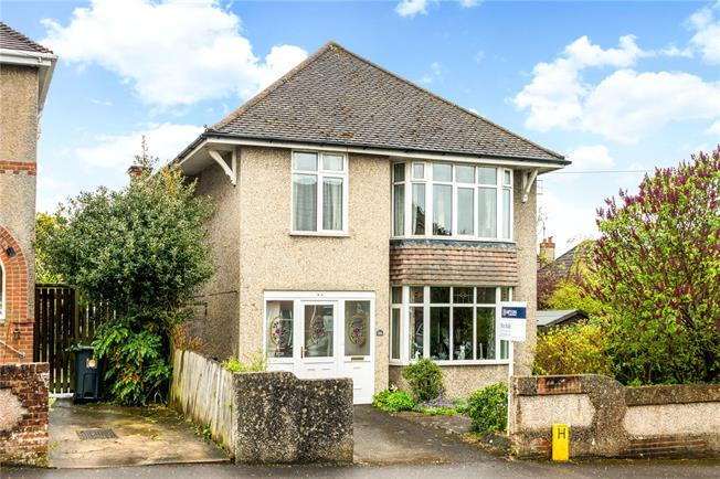 Guide Price £375,000, 3 Bedroom Detached House For Sale in Salisbury, SP1