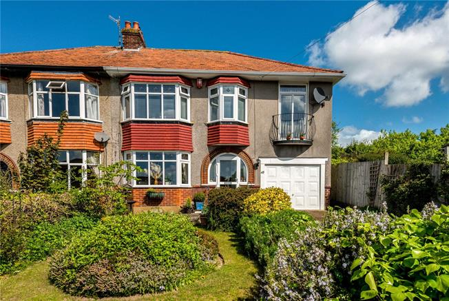Guide Price £425,000, 4 Bedroom House For Sale in Salisbury, SP1