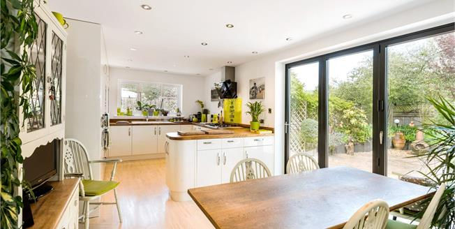 Guide Price £675,000, 3 Bedroom Detached House For Sale in Hampshire, SP6