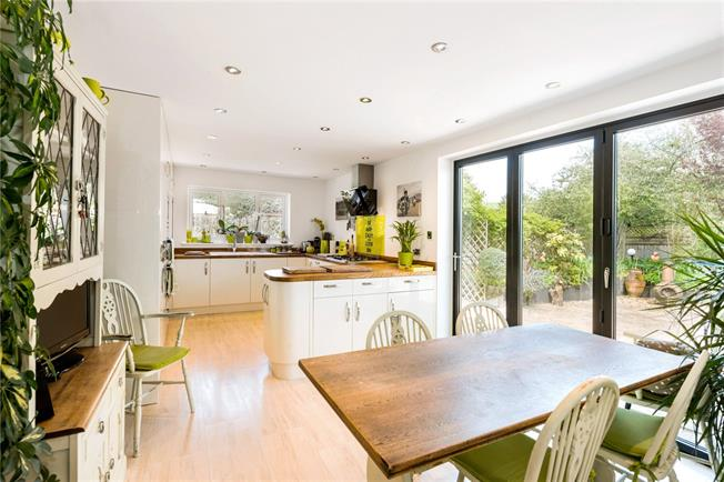 Guide Price £699,950, 3 Bedroom Detached House For Sale in Rockbourne, SP6