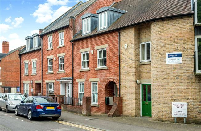 Guide Price £450,000, 4 Bedroom Terraced House For Sale in Salisbury, SP1
