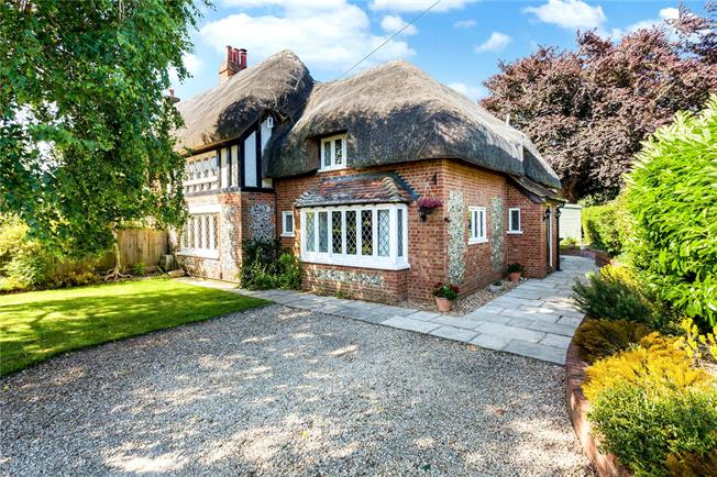 Guide Price £625,000, 3 Bedroom Semi Detached House For Sale in Salisbury, SP2