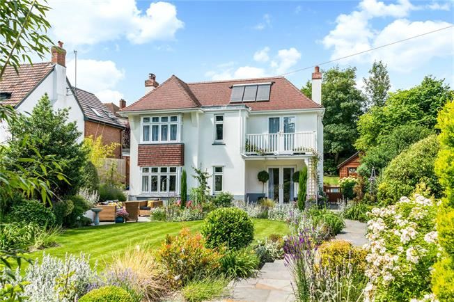 Guide Price £740,000, 4 Bedroom Detached House For Sale in Salisbury, SP2