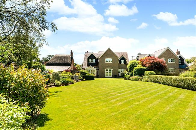 Guide Price £745,000, 4 Bedroom Detached House For Sale in Winterslow, SP5