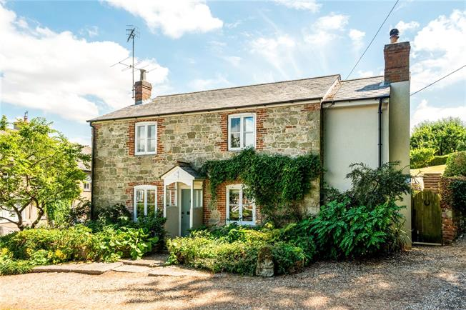 Guide Price £575,000, 3 Bedroom Detached House For Sale in Broad Chalke, SP5