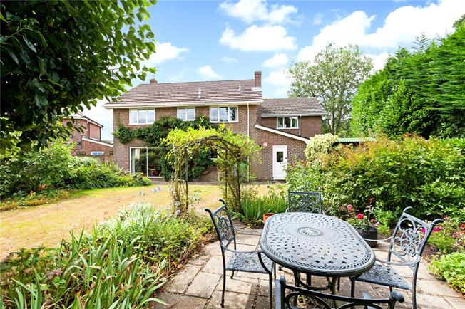 Guide Price £625,000, 5 Bedroom Detached House For Sale in East Grimstead, SP5