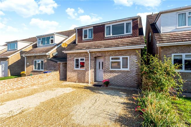 Guide Price £350,000, 4 Bedroom Detached House For Sale in Salisbury, SP2