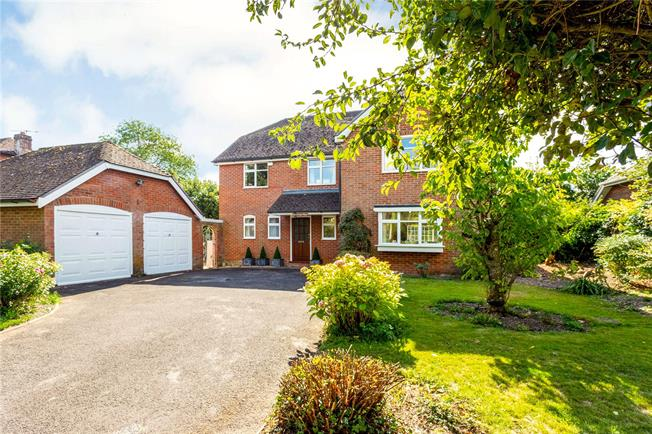 Guide Price £550,000, 4 Bedroom Detached House For Sale in Bishopstone, SP5