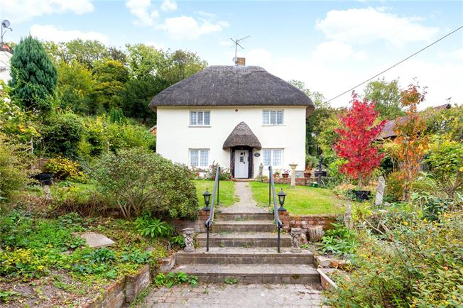 Guide Price £475,000, 3 Bedroom Detached House For Sale in Pitton, SP5