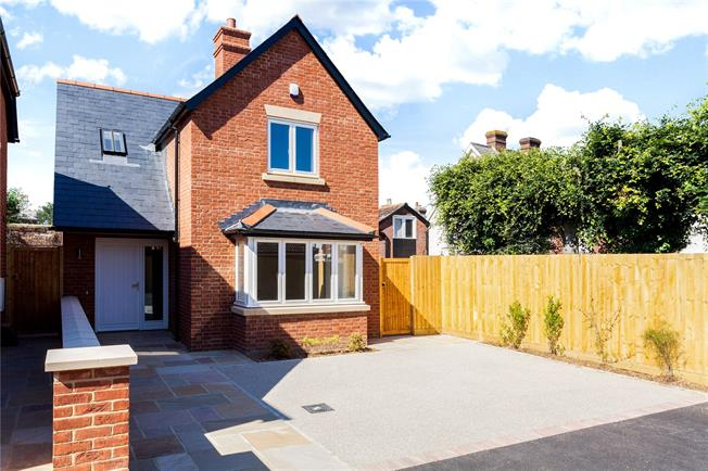 Guide Price £475,000, 3 Bedroom Detached House For Sale in Wiltshire, SP1
