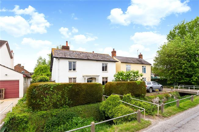 Guide Price £275,000, 3 Bedroom Detached House For Sale in Shrewton, SP3
