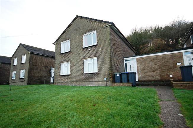 Asking Price £159,995, 2 Bedroom Flat For Sale in Salisbury, SP2