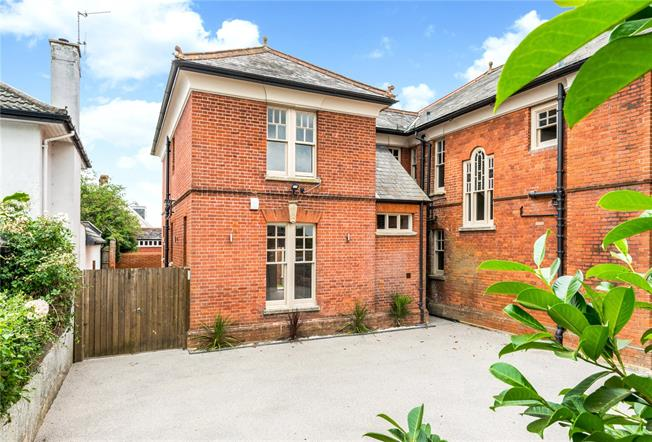 Guide Price £585,000, 3 Bedroom Semi Detached House For Sale in Salisbury, SP1