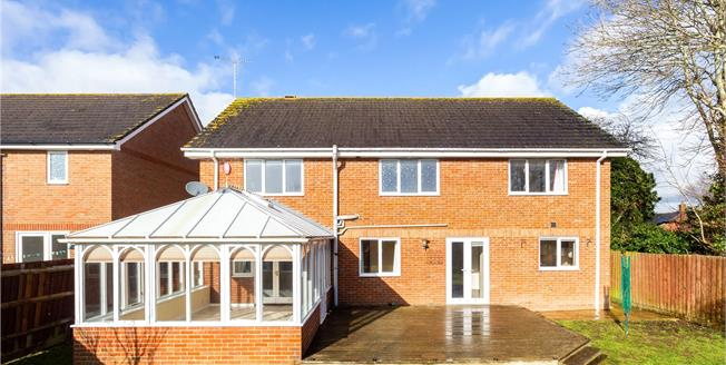 Guide Price £475,000, 5 Bedroom Detached House For Sale in Durrington, SP4