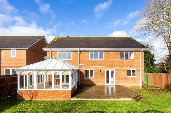 Guide Price £460,000, 5 Bedroom Detached House For Sale in Durrington, SP4