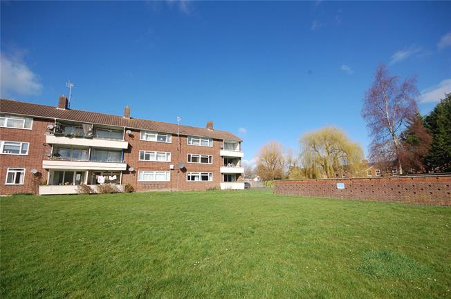 Asking Price £170,000, 2 Bedroom Flat For Sale in Wilton, SP2