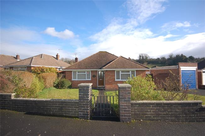 Guide Price £369,995, 3 Bedroom Bungalow For Sale in Salisbury, SP1