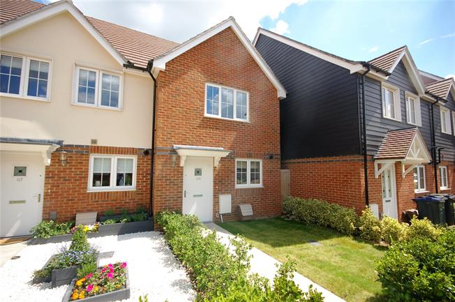 Guide Price £239,995, 2 Bedroom Terraced House For Sale in Bishopdown, SP1