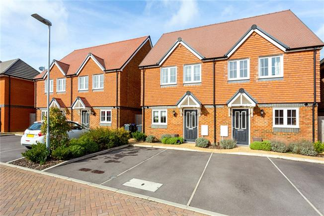 Guide Price £295,000, 3 Bedroom Semi Detached House For Sale in Bishopdown, SP1