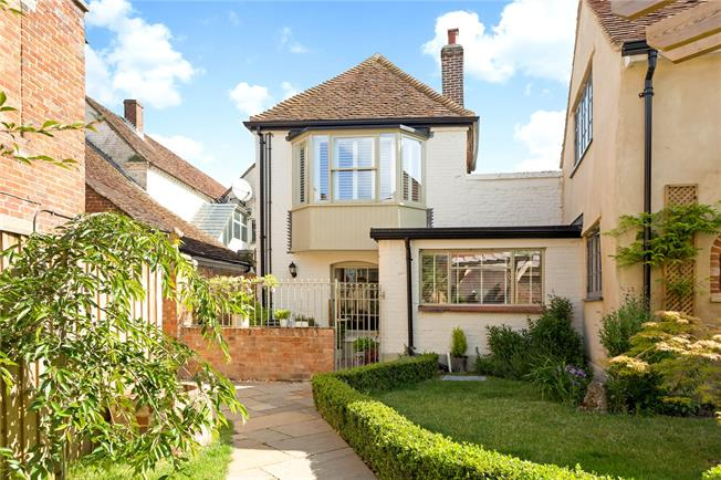 Guide Price £350,000, 3 Bedroom Mews House For Sale in Wilton, SP2
